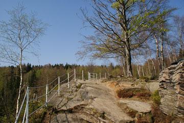 Aussichtspunkt am Katzenstein über dem Schwarzwassertal
