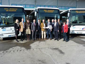 Einweihung moderner Linienbusse mit Niederflurtechnik