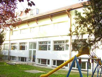 3 gruppiger kindergarten in temesvar. Black Bedroom Furniture Sets. Home Design Ideas
