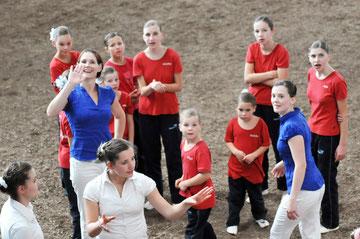 Julia, Caroline, Svenja, Miriam, Paula, Lorena, Rosa, Sophie und Felicitas, trainiert von Ina und Xenia