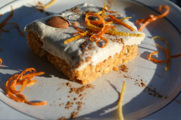Raw Carrot Cake with Cashew Vanilla Cream
