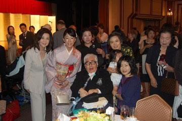第41回 大宅壮一ノンフィクション賞授賞式で弊社をご利用の篠沢教授ご夫妻とご家族、女優の長山藍子さんと