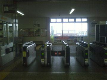 成田線湖北駅改札