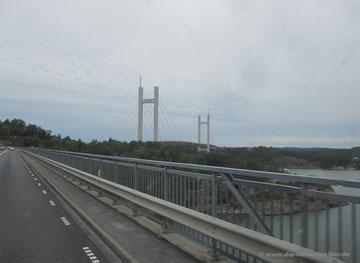 """Tjörnbron"" auf die Insel Tjörn"