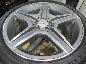 メルセデス・ベンツC300アバンギャルドSの18インチ純正オプションホイール4本のガリ傷・すりキズ・欠けのリペア(修理・修復・再生)後1本目の写真