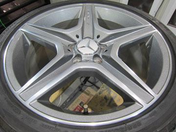 メルセデス・ベンツC300アバンギャルドSの18インチ純正オプションホイール4本のガリ傷・すりキズ・欠けのリペア(修理・修復・再生)後3本目の写真