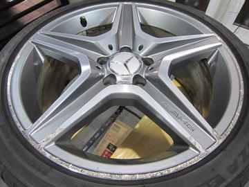 メルセデス・ベンツC300アバンギャルドSの18インチ純正オプションホイール4本のガリ傷・すりキズ・欠けのリペア(修理・修復・再生)前4本目の写真