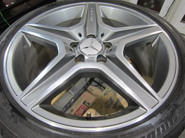 メルセデス・ベンツC300アバンギャルドSの18インチ純正オプションホイール4本のガリ傷・すりキズ・欠けのリペア(修理・修復・再生)後4本目の写真