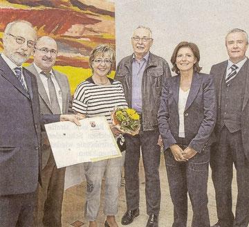 Freuen sich (von links): Christof Henn, Walter Müller, Sigrid Schug und Martin Quandt als Preisträger, Malu Dreyer und Max Aigner von LBS Rheinland-Pfalz.