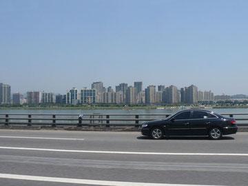 漢江(ハンガン)に沿って、仁川空港へ