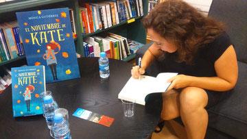 Mónica Gutiérrez signant el meu exemplar!