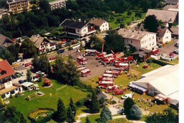 Das Fest der Kärntner Feuerwehren vom Hubschrauber aus