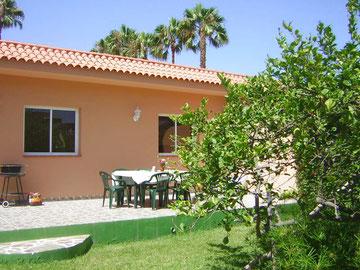 Bungalow 2 und 3  ( los limoneros und  las palmeras )     Max Belegung 8 Personen     4 Schlafzimmer  2 Bäder     eigene Terrasse  eigener Whirlpool           Preis ab : 80.-Euro