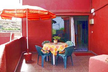 Apartment 1  ( el mármol )     Max Belegung : 4 Personen     2 Schlafzimmer     1 Bad     eigene Terrasse     Preis ab : 45.-Euro