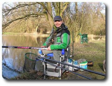 Christophe adepte de la pêche à la grande canne