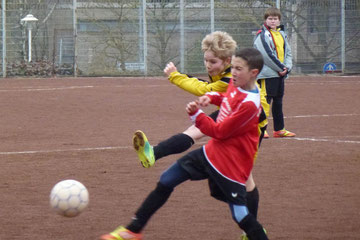 Doppeltorschütze Nils Kretschmann im Spiel der E1 gegen den FC Karnap, Endstand 3:3 (Foto: mal).