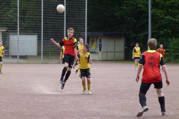 C1 mit roten Leibchen, am Ende 3:1 gegen Sf. Niederwenigern. Foto: mal.