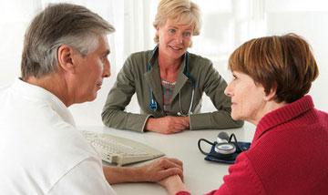Beratungsgespräch mit Krebspatienten zum Thema Verstopfung