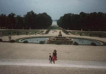 Vanessa dans les jardins de Versailles en1992