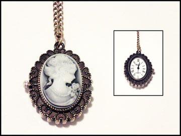 Uhr mit Gemme