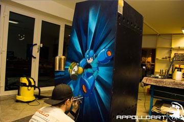 Airbrush auf einen Spielautomat