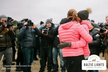 Grosser Presseandrang beim Zieleinlauf der Prominenten Musher  in Heringsdorf.   Foto: ExperiArts Entertainment - Jana Lyons