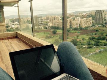 im 15. Stock über Pune - die beste Arbeitsathmosphäre :)