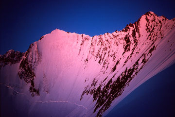 Bild: Lenzspitze 4294 m und Nadelhorn 4327 m im Licht der aufgehenden Sonne