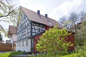 Das alte Fachwerkhaus ist eines der wenigen im Original erhaltenen Gebäude in der historischen Stiftsstadt in Kempten