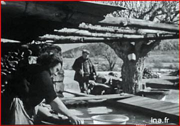 """vie quotidienne à La Fare """"Vie à Ste Croix du Verdon février 1957 capture d'écran"""