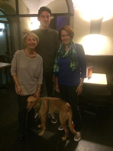 Von links nach rechts: Vorsitzende Helga Ehretsmann, Schriftführer Thomas Rohlinger und Kassenwartin Rose Gemmel-Jöde.  Außerdem: Ehrenmitglied Hund Bella ;)