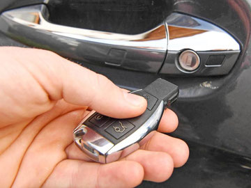 Keyless Go-Schlüssel eines Geländewagens: Weltweit könnten 100 Millionen Fahrzeuge von der Sicherheitslücke betroffen sein. Foto: Uli Deck