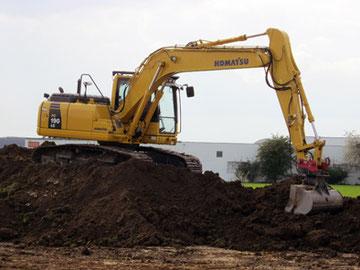 Ausbaggern der Baugrube und des Grundstücks