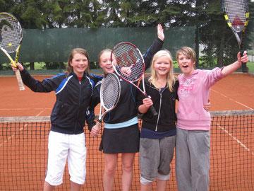 Die glücklichen Siegerinnen: Alina, Annabel, Alina und Lina