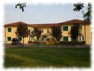 Municipio di Vigasio visto dal parco Hèllera