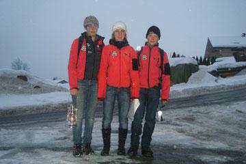 Jugendbergretter unterwegs mit dem Friedenlicht. Foto: Edelbert Strolz