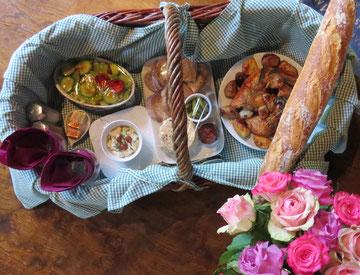 Séjour insolite au chéteau médiéval de Tennessus panier pique-nique chambre médéval