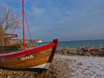 Am Hafen von Vitt mit Blick zur slawischen Jaromarsburg