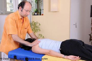 Meine Kollegen und ich haben mehrfach gute Erfahrungen mit der Entspannungstechnik Reiki zur Unterstützung von Therapien gemacht.