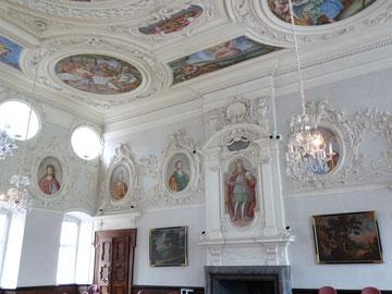 Prunkvoll: der barocke Kaisersaal mit Porträts von 20 deutschen Kaisern.