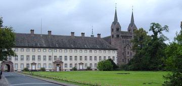 Westflügel von Corvey mit Westwerkfassade
