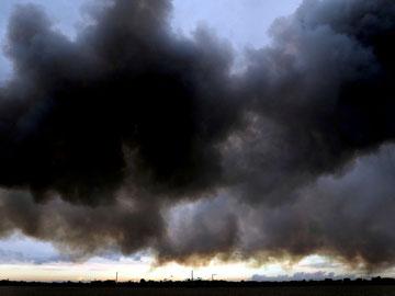 Dunkle Rauch- und Rußwolken über Bremen