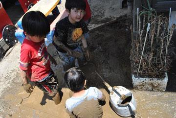 こちらは、砂場ならぬ「土」場です。