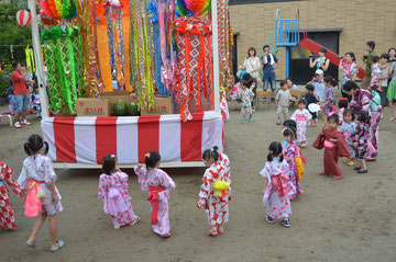 卒園生も混ざって、踊りをリードしてくれました。