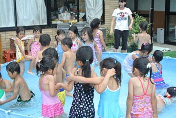 暑いときは、プールが楽しそうですね。