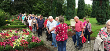 Großes Interesse an Friedhofsführung