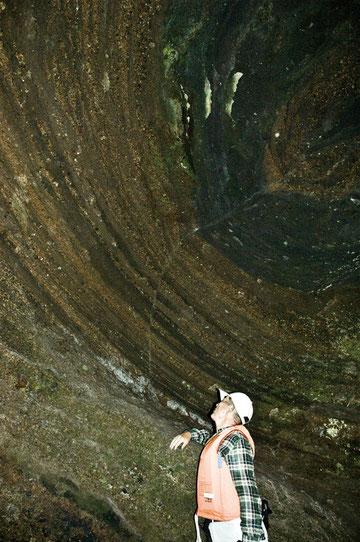 2012年7月29日 御室の洞穴調査に同行した、日本地質学会の松山力先生