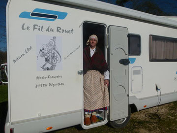 "Marie-Françoise, la fileuse de la Haute-Garonne ""ON TOUR"" en costume traditionnel St-Gaudens ( Edelweiss)"