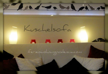 LED-Lichtobjekt oberhalb des Sofas von der Ferienwohnung Valencia