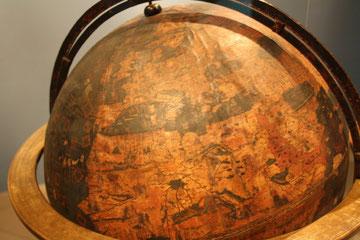 Abb.1: Erster bekannter Globus der Welt. Geschaffen im 15.Jhd. von Martin Behaim  ( Ausgestellt im Germ. National Museum Nürnberg )